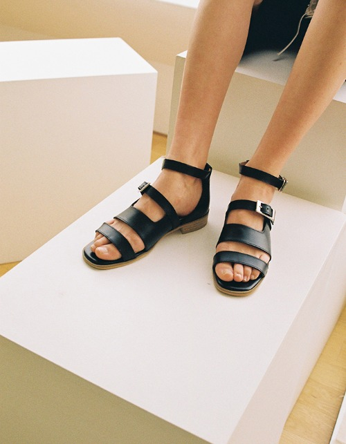T034 buckle sandals black (2cm)